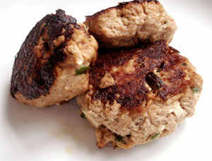 This is how my tuna hamburgers look. I don't have a picture so I had to steal this one from www.vidazen.es that looks just like mine!